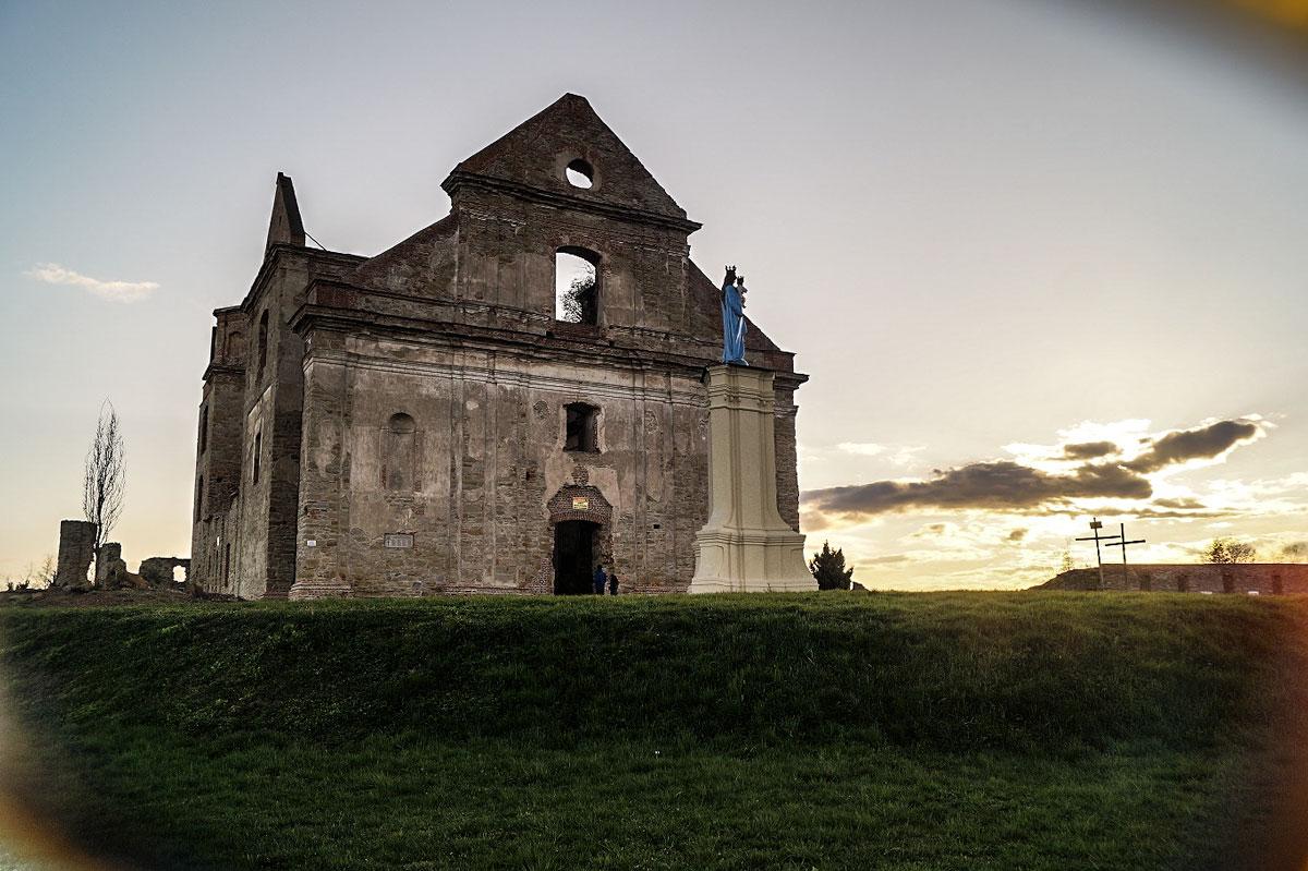 Ruiny_Klasztoru_Karmelitow_Bosych_w_Zagorzu