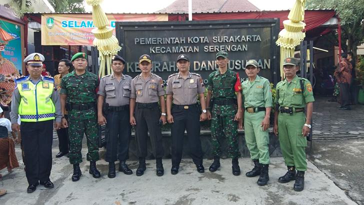 Bati Komsos Bersama Babinsa Danukusuman Koramil 03/Serengan Hadiri Lomba Desa