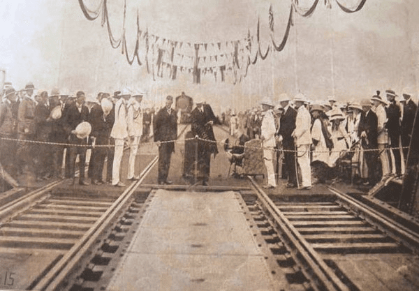 the inauguration of hardinge bridge 1915