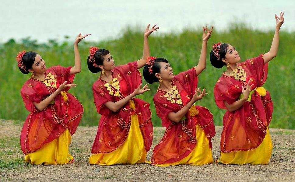 Tari Nguri Tarian Tradisional Dari Sumbawa Provinsi NTB
