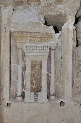 Ελληνορωμαϊκή επιτύμβια στήλη με ζωγραφισμένη θύρα βρέθηκε στην Αλεξάνδρεια