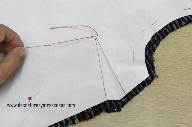 como marcar una pinza de pecho en tela de terciopelo