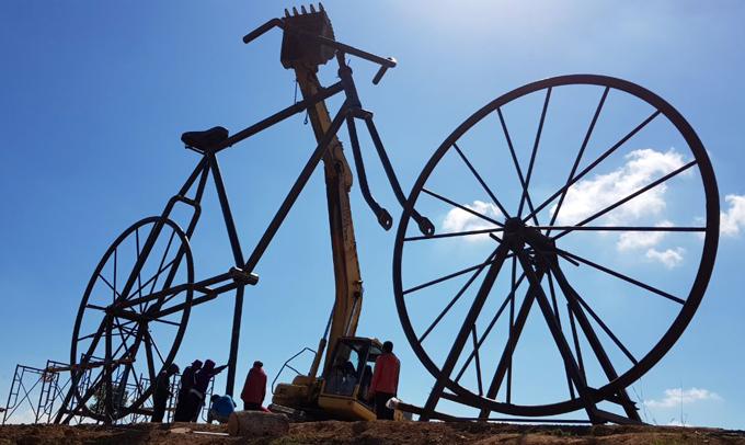 Wow! Sepeda Terbesar di Dunia Hadir di Sulsel