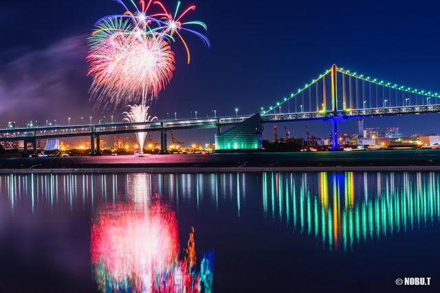 お台場レインボー花火と虹色のレインボーブリッジ
