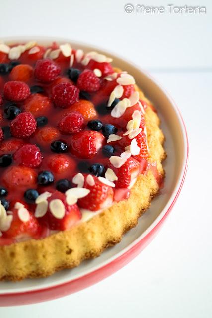 Klassischer Erdbeerboden mit Vanillepudding