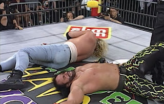 WCW Halloween Havoc 1997 - Randy Savage and DDP beat each other senseless