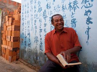O caso do garoto que aprendeu 3 idiomas em sonhos com três meninos misteriososo