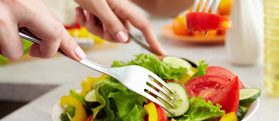 sudah bukan hal yang aneh didengar dan dilakukan oleh beberapa kalangan Tips Awet Muda Dengan Makanan Mentah Bergizi