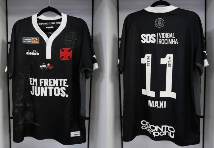 Vasco inicia leilão de camisas em homenagem a Flamengo e vítimas de  enchentes bcdfdb8e8c475
