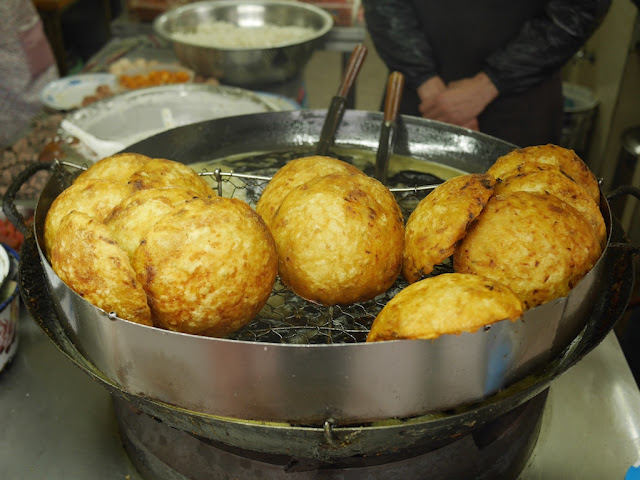oil lamp cakes (灯盏糕) in Wenzhou, China