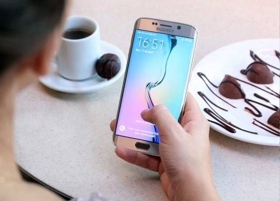 Galaxy S6 Edge: celular tem ficha técnica avançada e um preço um pouco menor