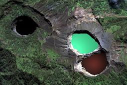 Indonesia Volcano Destinations : Mount Kelimutu Flores