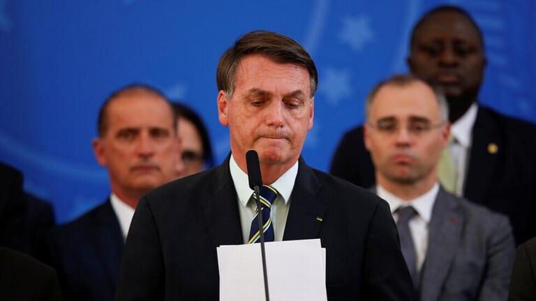رئيس البرازيل يعترف بعجزه عن مواجهة كورونا بعد استخفافه بتفشيه