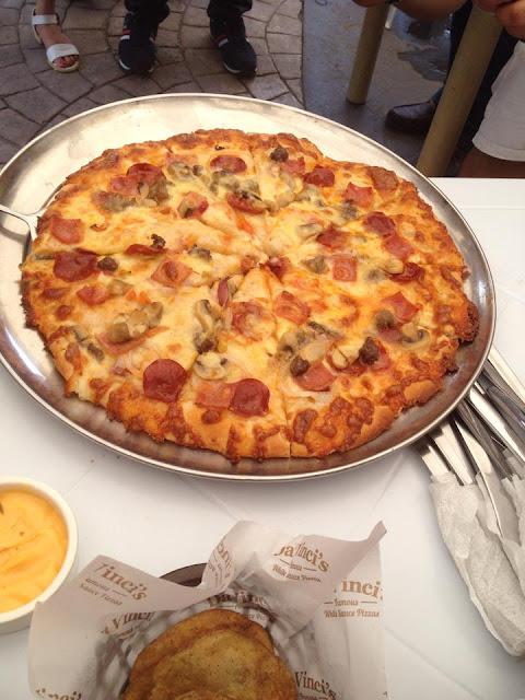 Da Vinci's masterpiece pizza at Da Vinci's Pizza