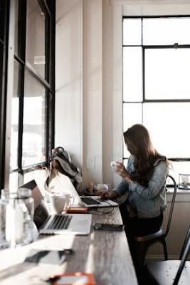 Cara Menjaga Mood Saat Bekerja bagi Wanita