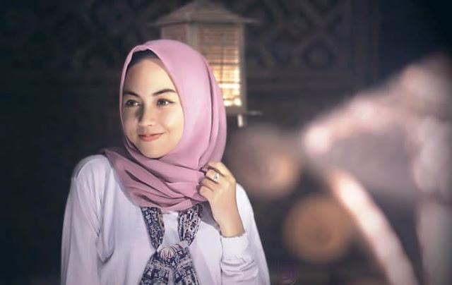 Apakah Boleh Hukumnya Membaca al-Quran Tanpa Menggunakan Hijab atau Kerudung?