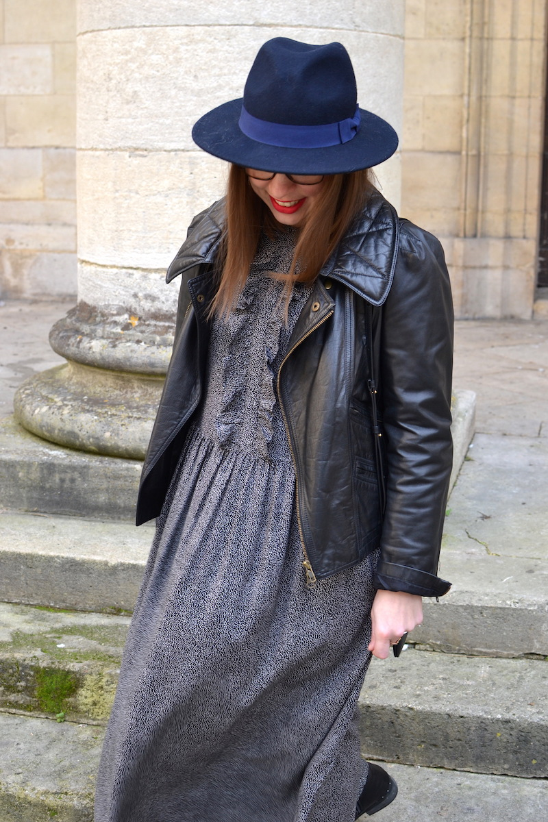 robe à pois noir et volant à Volants H&M, perfecto Isabel Marant, trio bag Céline, chapeau Aleane officiel, rouge à levre mat sans transfert Sephora