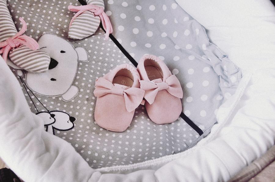 buciki z aliexpress, niechodki dla dziewczynki, fotografia na bloga,