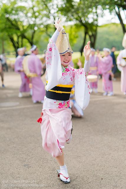 阿波踊り、紅連の女踊りの可菜さんを小金井子供フェスタで撮影した写真