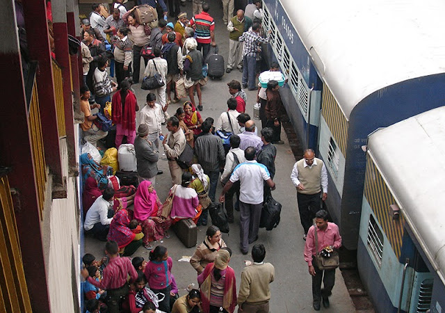 Train en gare de New Delhi en Inde