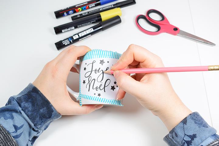 Etape 3 DIY mug personnalisé feutres porcelaine motifs