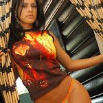 Andrea Rincon, Selena Spice Galeria 36 : Shakiras, Camiseta Negra Con Amarillo y Rojo, Tanga Amarilla y Naranja Foto 46