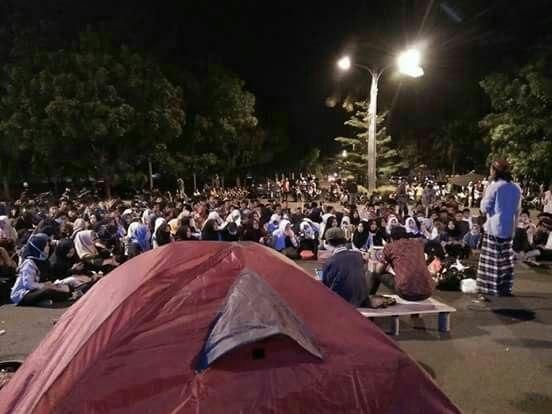 Aksi Kecam Bupati Lampung Selatan Hingga Senin, Malam, 23/10/2017