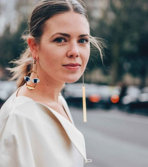 photos trend alert the mismatched earrings trend you to try