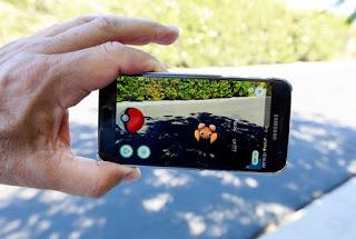 Pokemon Go Plus, Gelang Pintar Pemburu Pokemon dan Foto - Foto Para Pemburu Pokemon