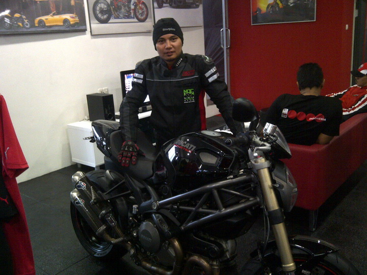 Cecen Core & Ducati Monster