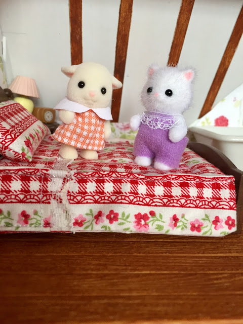Sylvanian Families Persian Cat Baby Brightfield Goat Baby
