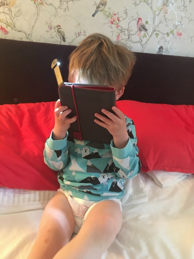 toddler-reading-game-of-thrones-on-a-Kindle