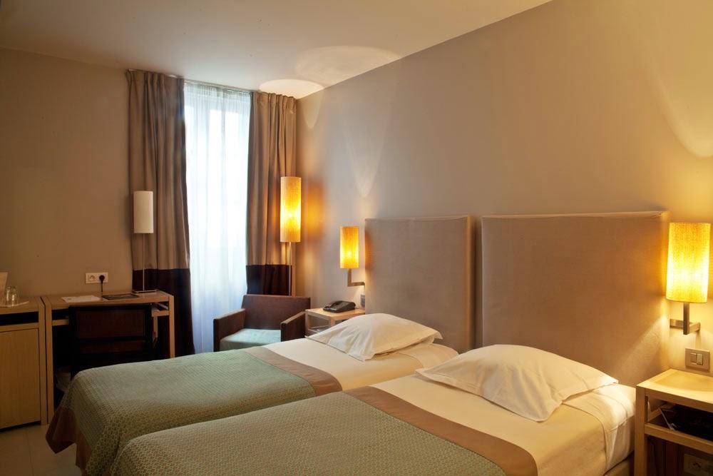 miss sia grand tonic hotel marseille. Black Bedroom Furniture Sets. Home Design Ideas