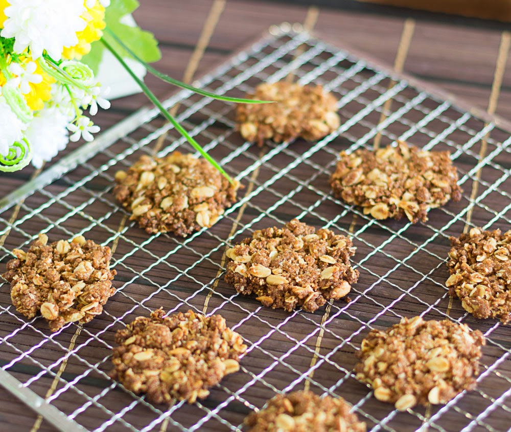 Crispy Anzac Biscuit with Sunflower Seeds