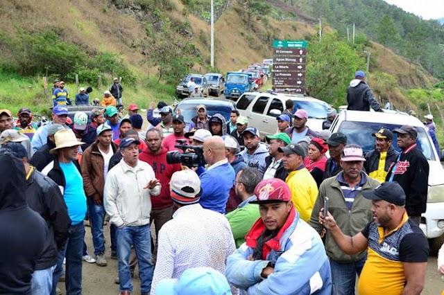 VIDEO-Campesinos de Valle Nuevo dicen no abandonar terrenos