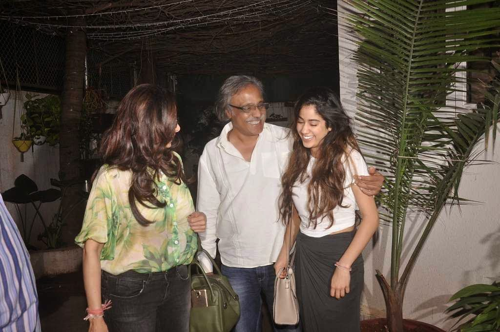 Sridevi & Jhanvi Kapoor snapped in new look at 'Tapaal' screening
