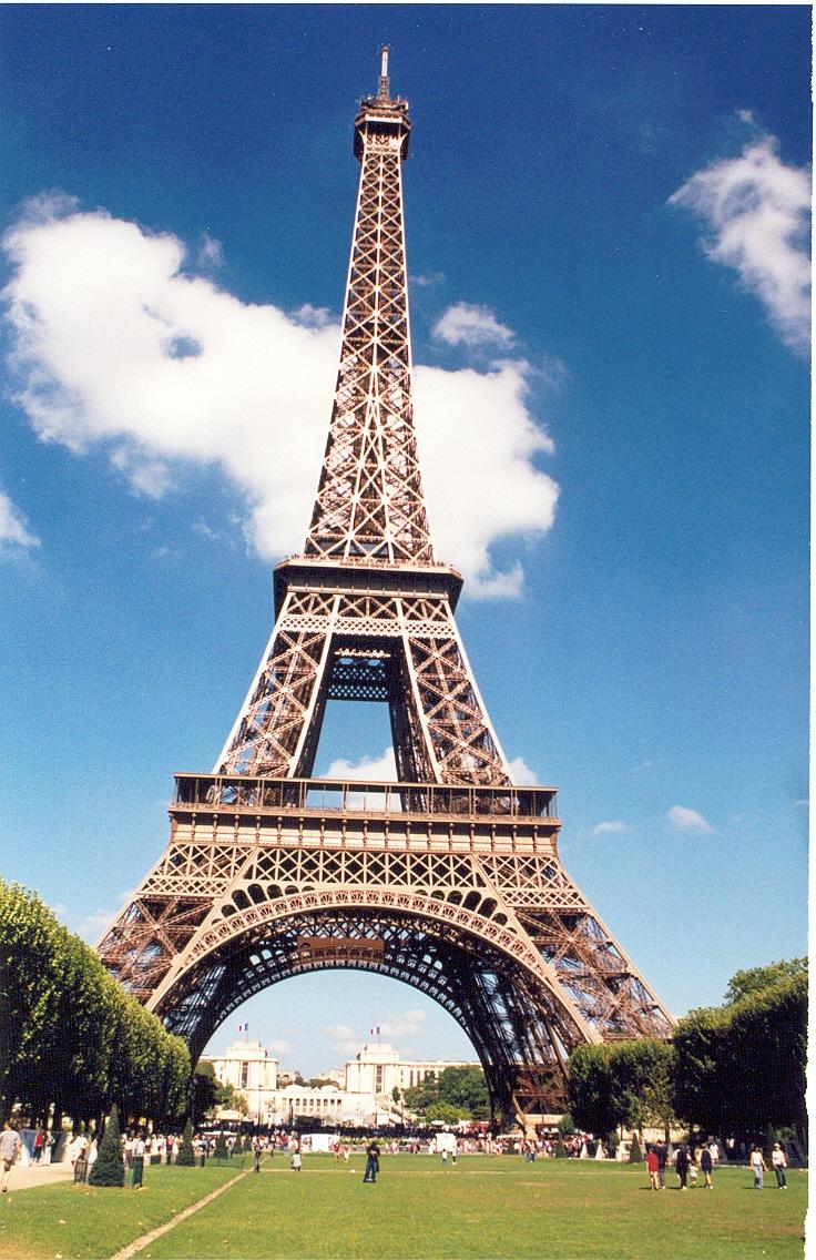 Wallpaper Pemandangan Menara Eiffel