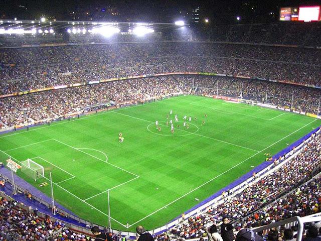 dari bahasa Katalan yang artinya adalah  Sejarah Berdiri Stadion Estedio Camp Nou (Barcelona)