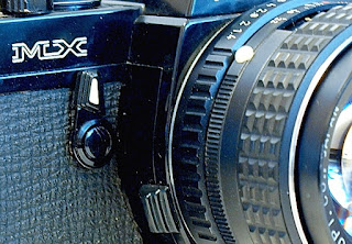 Pentax MX, Self-timer, Lens release button