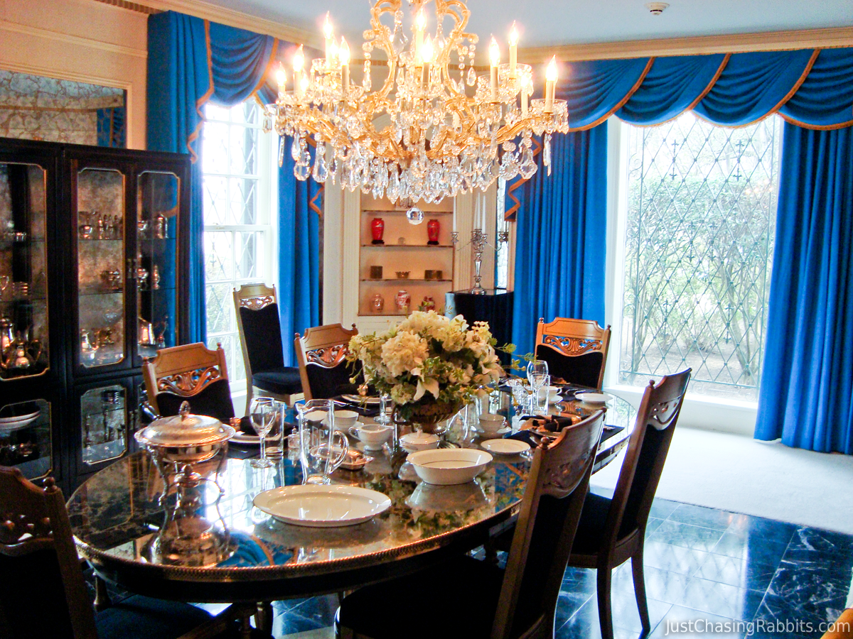 Memphis Modern Simple Dining Room: Elvis' Graceland: Inside The King's Palace In Memphis