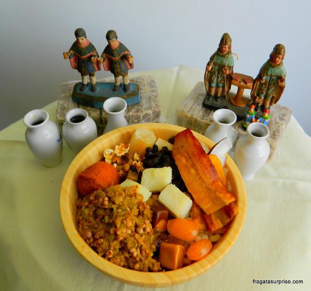 Prato de caruru de São Cosme e São Damião, celebração típica da Bahia