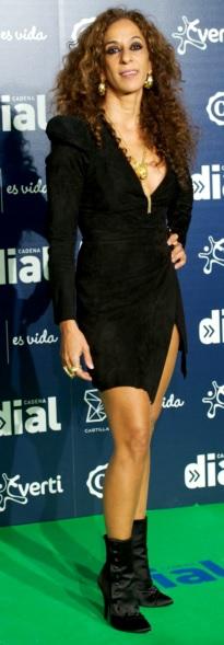 Foto de Rosario Flores con vestido corto