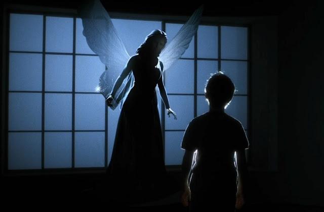 David (Haley Joel Osment) face à la fée bleue (voix : Meryl Streep) dans A.I. Intelligence artificielle de Steven Spielberg (2001)