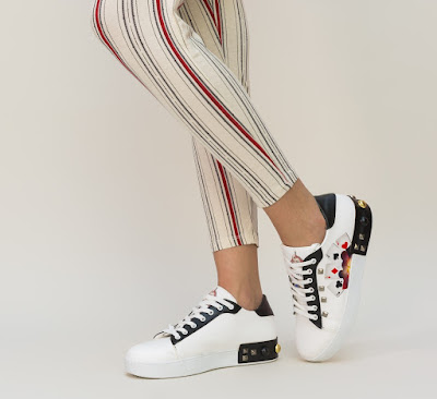 pantofi sport de dama moderni albi cu negru si model cu carti