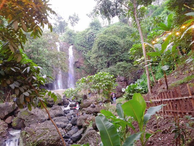 Lighting Waterfall di Curug Gondoriyo
