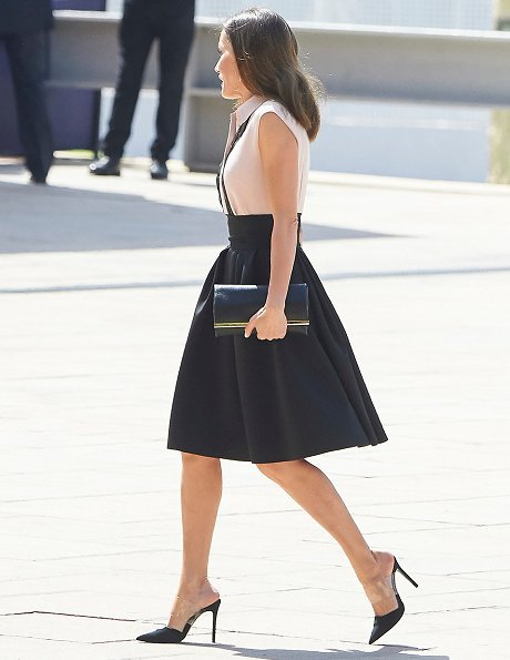 Queen Letizia wore Bogelund Jensen Fold Skirt, and Steve Madden Suede Pumps, and Coolook Hera Earrings, Letizia carried Carolina Herrera clutch