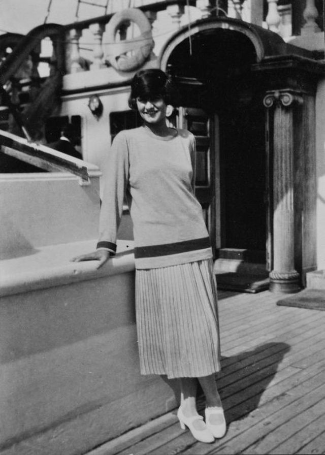26 classy and fabulous photos of a young coco chanel in the 1910s and 1920s
