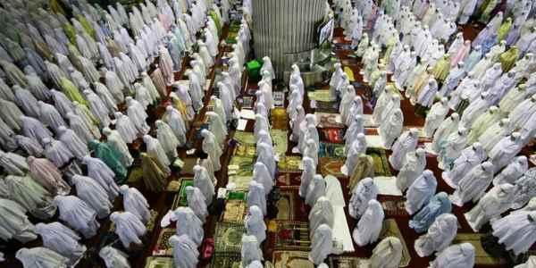 Bacaan Niat Serta Ketentuan Sholat Hari Raya Idul Fitri dan Idul Adha
