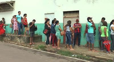 Resultado de imagem para fotos de filas no cartório eleitoral de itaituba por biometria