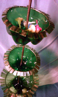 suport verde din plastic pentru maruntisuri